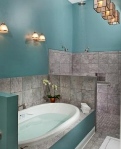 Castle in the Country Bed & Breakfast Inn-Camelot's Bathroom