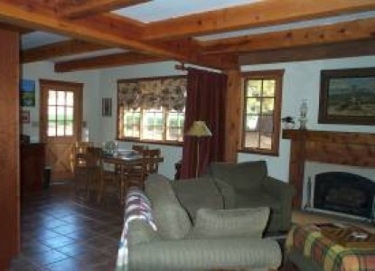 Yosemite Rose Bed & Breakfast, Cottage living room