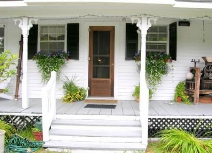 Mountain Fare Inn, front porch