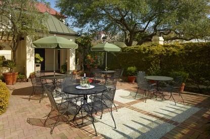 Kings Courtyard Inn Bed & Breakfast patio