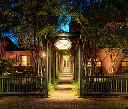 Kings Courtyard Inn Bed & Breakfast walkway