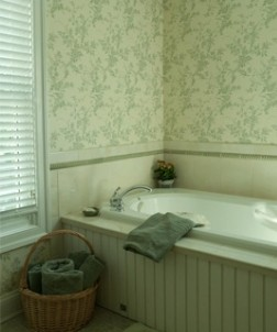 Mill Street Inn bathtub