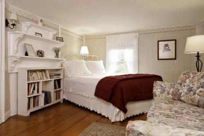 Golden Stage Inn Otis's Room