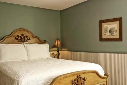 Golden Stage Inn bedroom