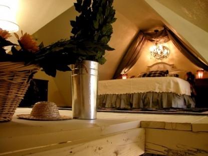 Aaron's Gate Country Getaways bedroom