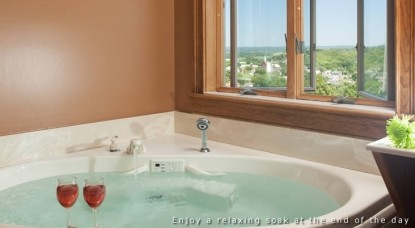Hermann Hill Vineyard Inn & Spa, Riverbluff Cottages and Wedding Chapel-Port Guest Suite Hot Tub