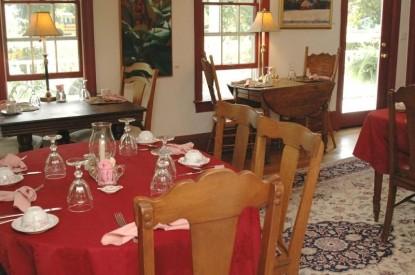 Back Creek Inn Bed & Breakfast, dining table