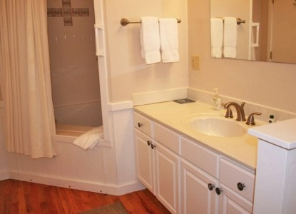The Cove Bed & Breakfast, Plover Suite bathroom