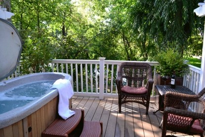 Inn at Blackberry Creek hot tub