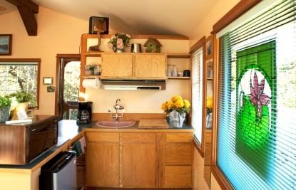Artist's Studio Loft Bed and Breakfast kitchen
