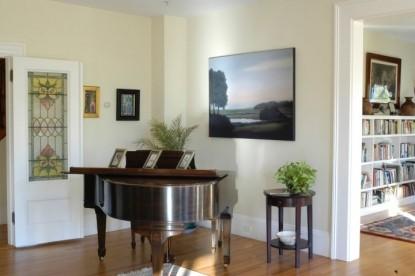 Bass Cottage Inn, piano