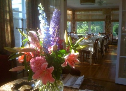 Bass Cottage Inn, flowers