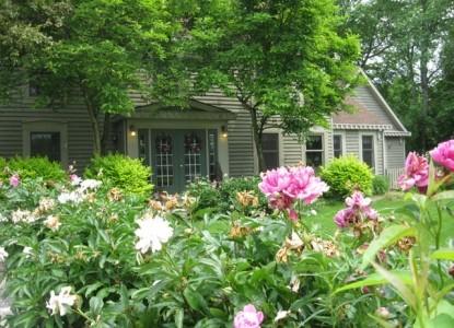 Fraley House Bed & Breakfast flowers