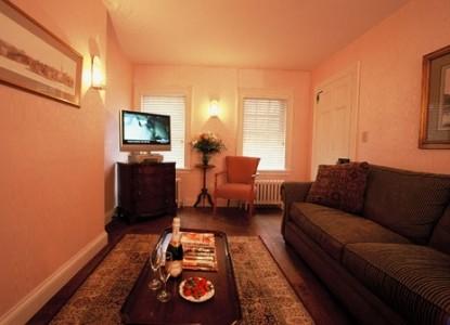 Devonfield Inn Bed & Breakfast, living room