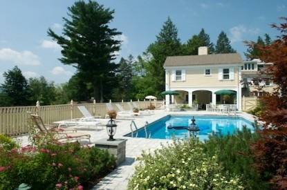 1800 Devonfield Inn, an English Country Estate, swimming pool