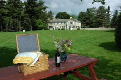 1800 Devonfield Inn, an English Country Estate, picnic