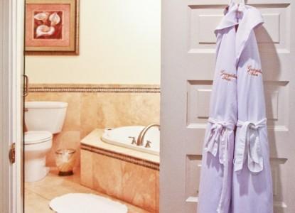 The Latimore, bathroom