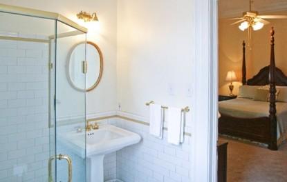 The St. Thomas Room, bathroom