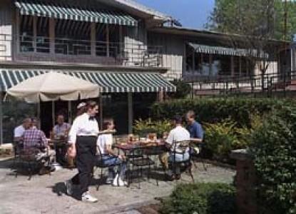 Parish Patch Farm & Inn - Whitney Chapel patio