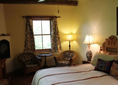 Blue Lake Ranch Bed & Breakfast river house room