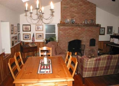 Peppermint Cottage Bed and Breakfast-Dining Table