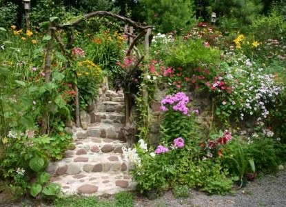 Peppermint Cottage Bed and Breakfast-Wildflower Walkway
