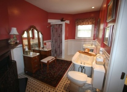 Saltair Inn Waterfront Bed and Breakfast -The Acadia Suite Bathroom
