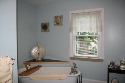 Saltair Inn Waterfront Bed and Breakfast -Harbor Suite Bathtub