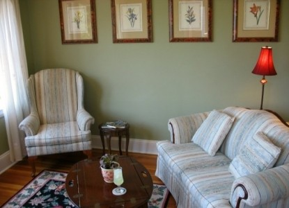 Saltair Inn Waterfront Bed and Breakfast -Harbor Suite Sitting Area