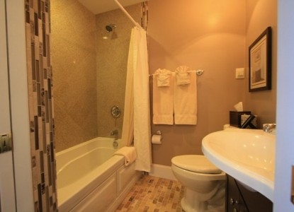 Saltair Inn Waterfront Bed and Breakfast -Sedgwick Room Bathroom