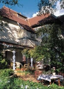 The Madeleine Bed & Breakfast, courtyard