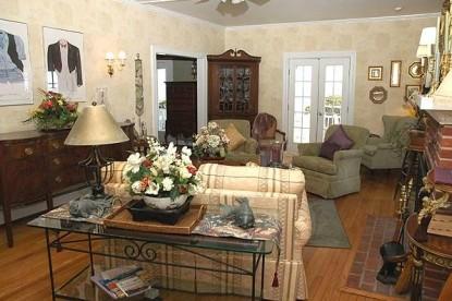 An Inn on the Ocean Bed & Breakfast, living room
