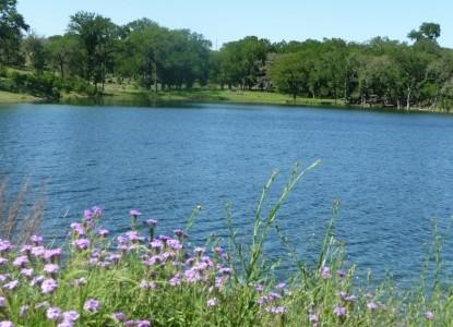 Paniolo Ranch B&B Spa, lake