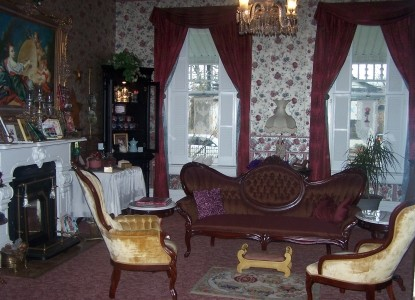 Victorian House Bed & Breakfast living room