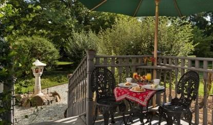 Arrowhead Inn Bed & Breakfast-Brittain Patio