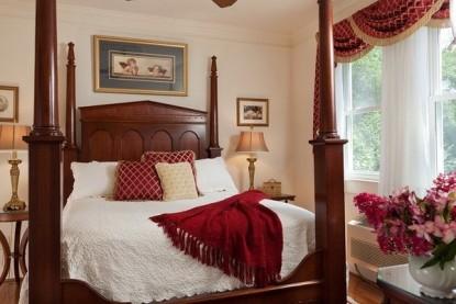 Arrowhead Inn B&B- Duke Suite bedroom