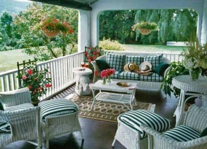 Omrsby Inn Porch