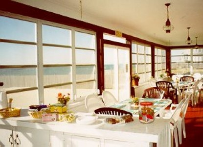 'By the Sea' Guests Bed & Breakfast Suites, dining area