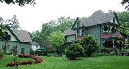 Habberstad House Bed and Breakfast- Lawn