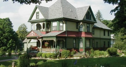 Habberstad House Bed and Breakfast- Side view of Inn