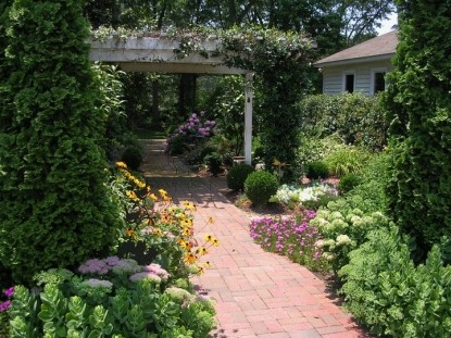 The Garden House Bed & Breakfast- Walkway in Garden