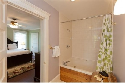 Steeles Tavern Manor Bed & Breakfast shower