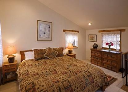 Alexander's Inn Bed & Breakfast-Casita Bedroom