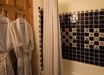 Alexander's Inn Bed & Breakfast-Casita Bathroom