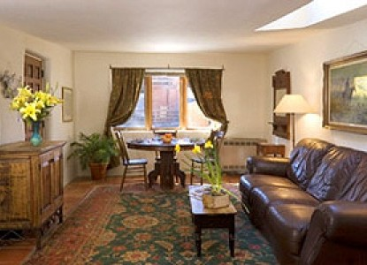 Alexander's Inn Bed & Breakfast-Cottage Living Room