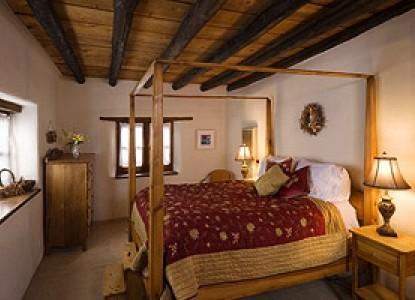 Alexander's Inn Bed & Breakfast-The Juniper Bedroom