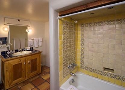 Alexander's Inn Bed & Breakfast-The Juniper Bathroom