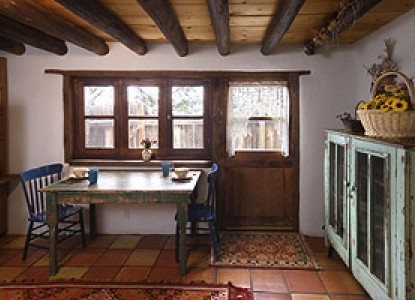 Alexander's Inn Bed & Breakfast- The Pinon Dining Table