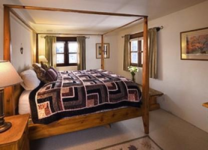 Alexander's Inn Bed & Breakfast-The Pinon Bedroom