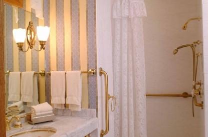 Nagle Warren Mansion Bed & Breakfast-Marie Pershing Bathroom